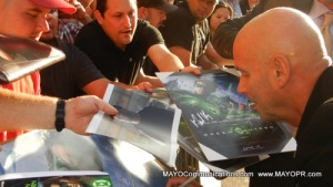 Green Lantern Director Martin Campbell signs posters for fans at premiere in Hollywood.